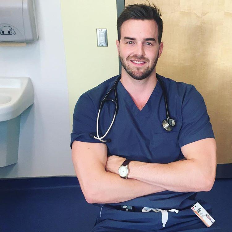 bác sĩ đẹp trai Dr. |TOPMOST.VN