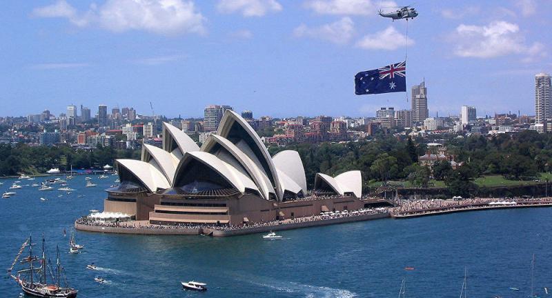 Australia cung cấp dịch vụ chăm sóc sức khỏe miễn phí hoặc trợ cấp cho công dân và người nhập cư.