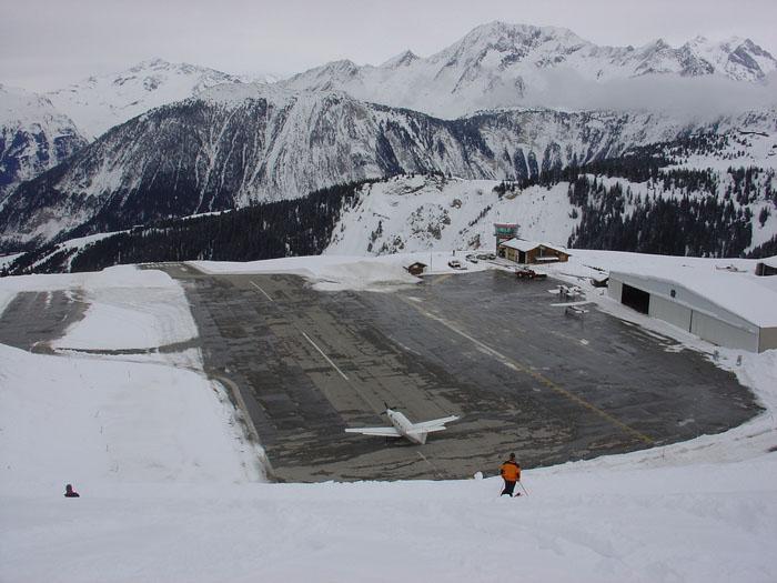 Sân bay Courchevel Airport France  TOPMOST.VN