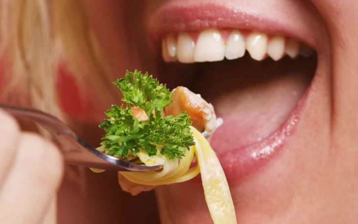 nghi thức Dont put food in your mouth with a fork in Thailand  TOPMOST.VN