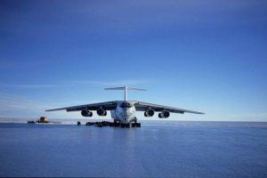 Sân bay Ilyusion on blue ice runway |TOPMOST.VN