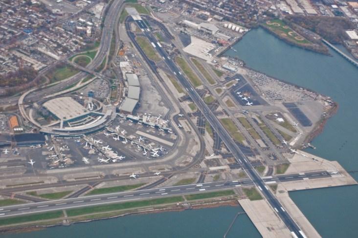 Hình ảnh này chưa có thuộc tính alt; tên tệp của nó là LaGuardia-Airport.jpg