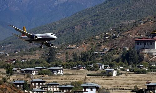 Sân bay Paro Airport in Bhutan Himalayan Mountains  TOPMOST.VN